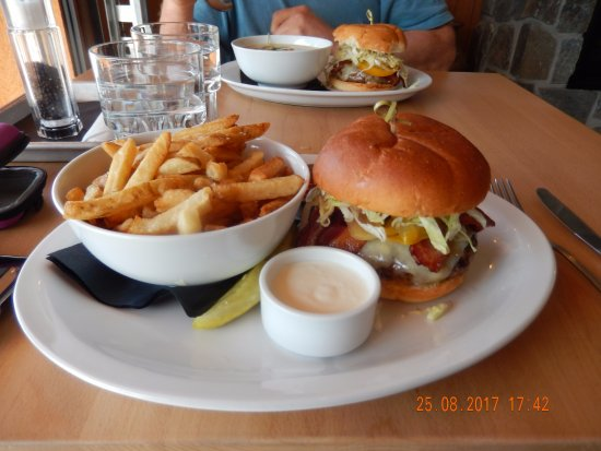 Sechelt, كندا: Wobbly Burger