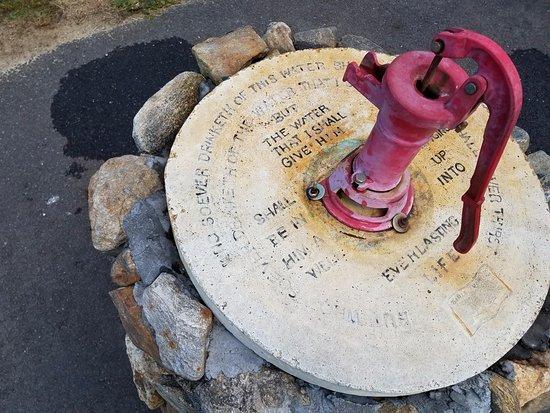 บาร์, แมสซาชูเซตส์: inscription around pump speaks for itself