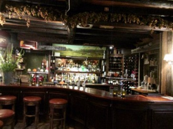 Ewen, UK: Bar where locals gather