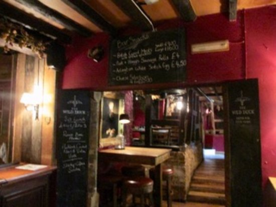 Ewen, UK: Chalk boards show daily specials