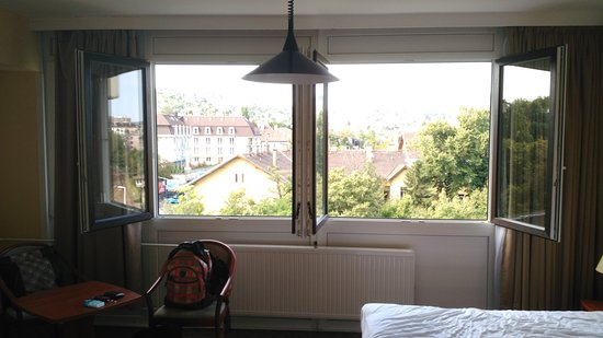 Hotel Charles: Janela do quarto (60)
