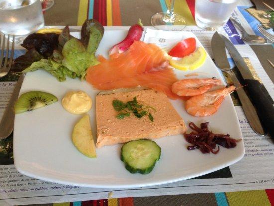 Caurel, France: La salade aux 2 saumons