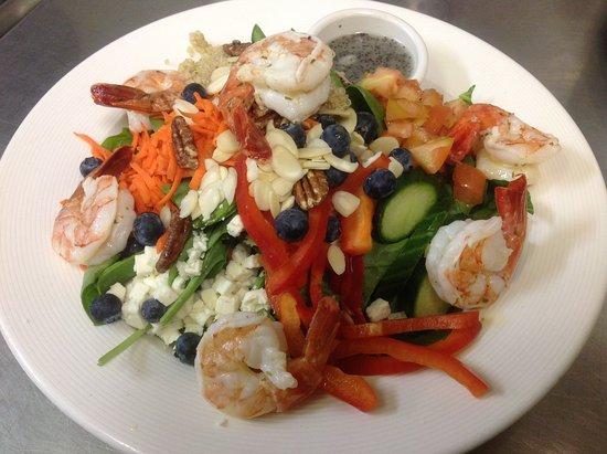 Kitimat, Canada : Healthy Addiction Salad with Prawns