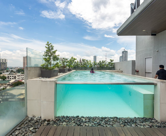 Meranti hotel updated 2017 prices reviews quezon city for Affordable pools near metro manila