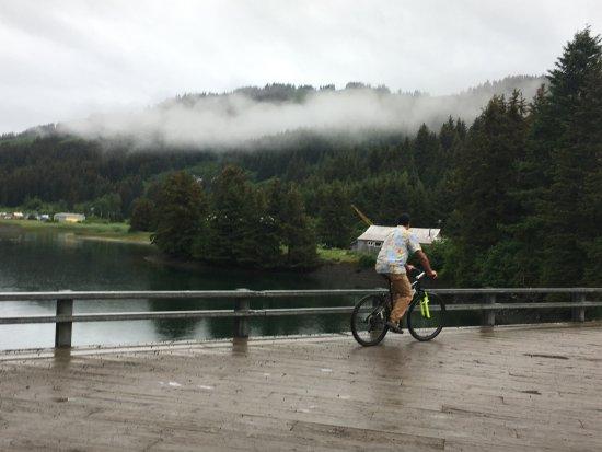 Seldovia, Αλάσκα: Riding one of the free bikes!