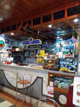 Bar Caffetteria da Pietro: Interno del bar.