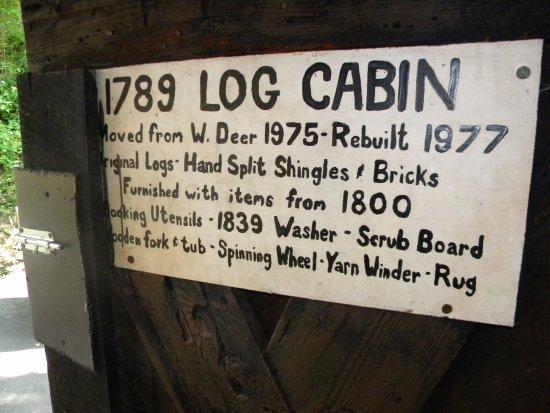 Tarentum, PA: 1789 Log Cabin