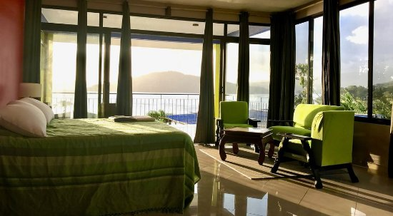 Elegant and Confort Studios by the Lake Arenal