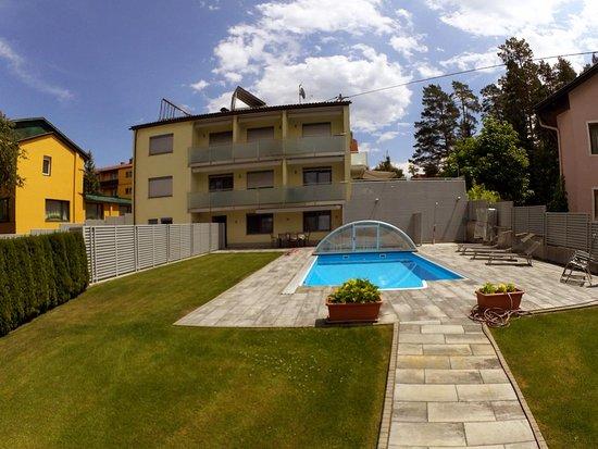 Klopeinersee, Austria: Pool der Appartements