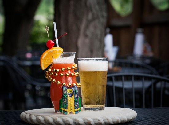 Webster Groves, มิสซูรี่: How about 1 or 2 on the patio