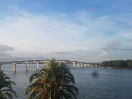 DreamView Beachfront Hotel & Resort: This bridge lights up at night and looks like Sailboats under it! Beautiful view!