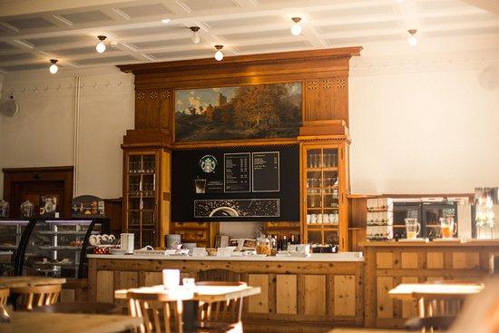 Hotel Davos Inn: Frühstücks Bereich mit Starbucks Kaffee