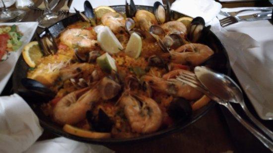 Restaurante the ugly duckling en la oliva con cocina otras cocinas internacionales - Cocina con sara paella ...