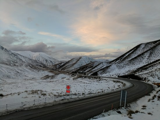 Omarama, Yeni Zelanda: Amazing Lindis Pass during Winter
