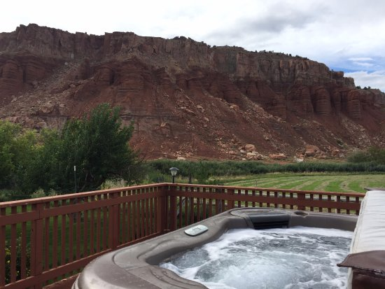 Teasdale, UT: Hot tub looking at the red cliffs. Gorgeous.