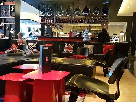 citizenM London Bankside: Reception/bar area
