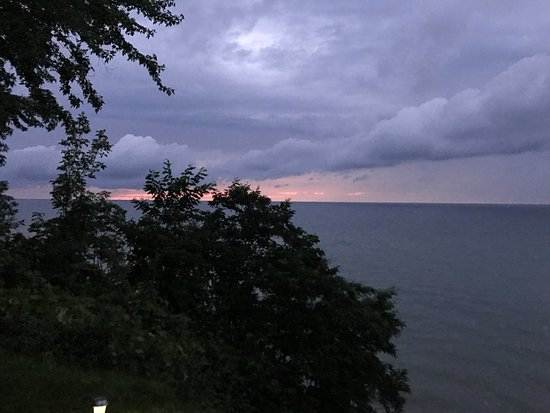 Sodus Point, Nova York: sunset early August rainy night