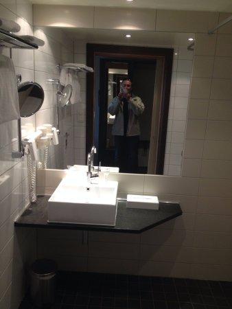 ออปป์ดัล, นอร์เวย์: Lavabo avec espace suffisant pour une trousse de toilette