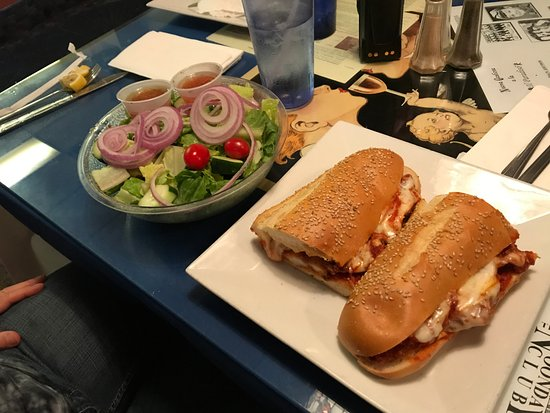 Ellenville, Nowy Jork: Shrimp Parmesan Sub and Salad