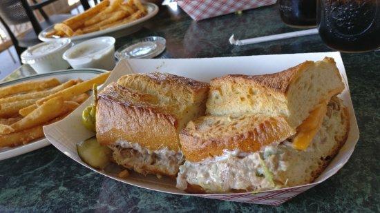 Ukiah, CA: Ellie's Mutt Hut & Vegetarian