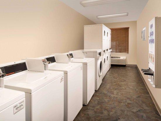 Duncan, SC: Laundry Room
