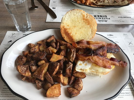Phoenicia, NY: Bacon & Egg Sandwich with Home Fries