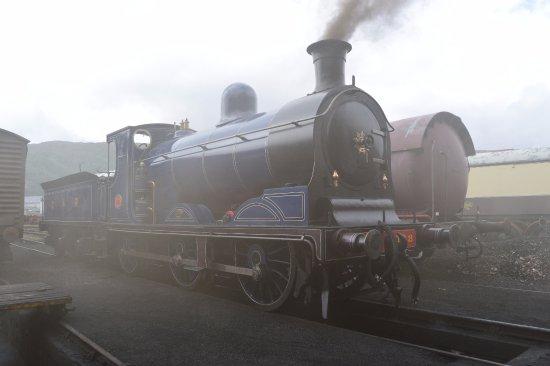 Aviemore, UK: Caledonian Railway No 828 making smoke