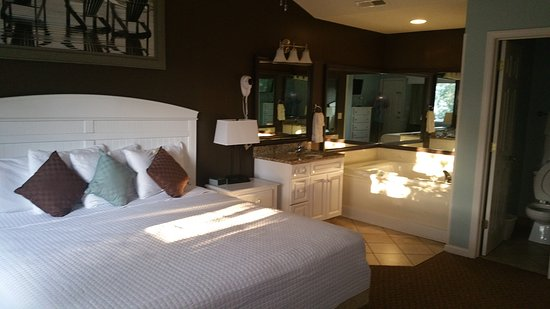 Master bedroom with jacuzzi tub and separate bathroom with ...