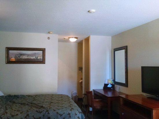 Days Inn Rio Rancho: Double Queen - partial view