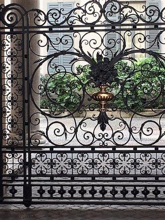 Cancello in ferro battuto - Picture of Casa Toscanini, Milan ...