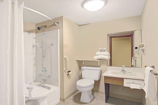 เวนซ์วิลล์, มิสซูรี่: Handicap Accessible Bathroom