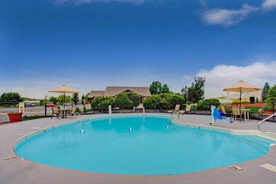 Wentzville, MO: Outdoor Pool