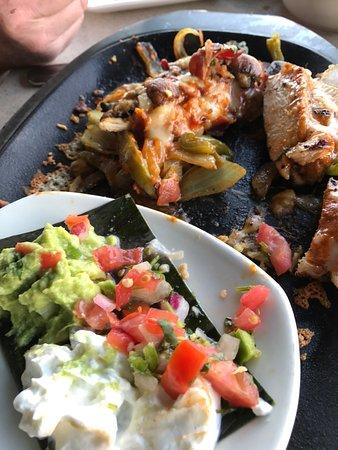 Cantina Laredo: The chipotle pollo fajitas were awesome!