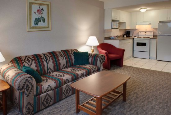Sandman Inn Smithers: Queen Kitchen Suite