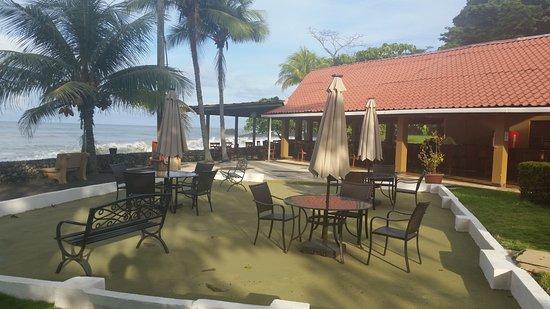 Terraza del Pacifico: beach front dining & bar