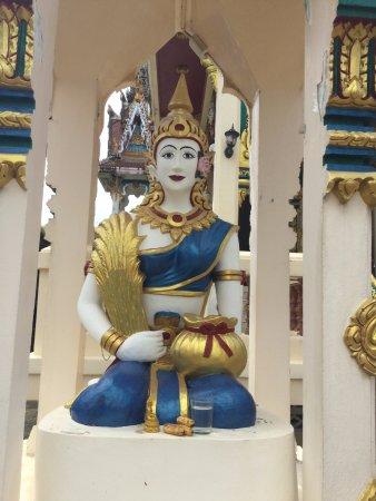 Wat Sampathuan Nok: Guardian deity