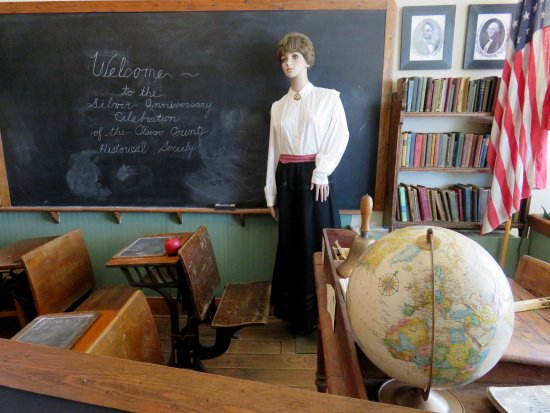 Otsego County Historical Museum: The schoolroom display.