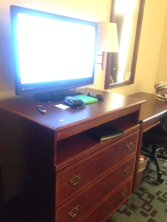 Creswell, OR: TV, dresser, desk