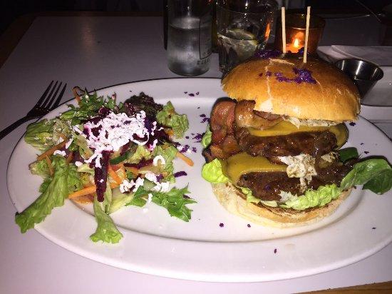 Royale Eatery: Doppio hamburger con contorno