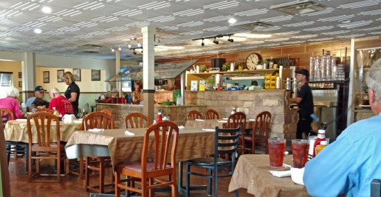Granite City, IL: main dining area