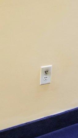 Quality Inn: Hall outlet