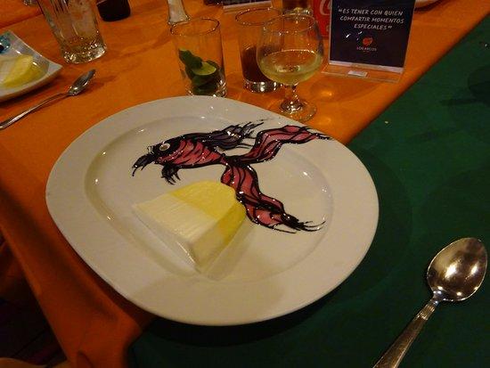 Los Arcos Restaurant: プレートにソースで描かれたデザート