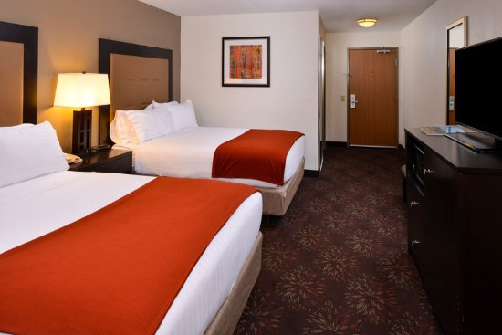Lititz, PA: Room with two queen beds