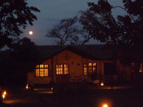 Rivertrees Country Inn: Exquisite setting, night or day, Rivertrees is a gem in Arusha.