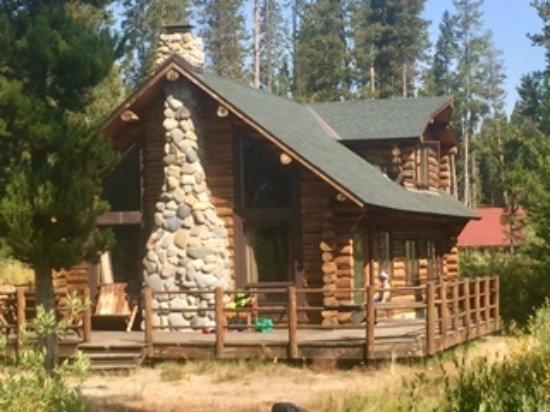 Redfish Lake Lodge : Lake Cabin next to lake and great big deck