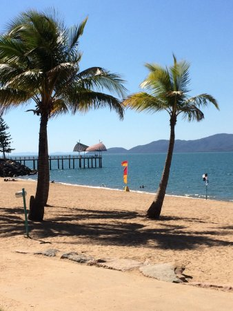 Rowes Bay Beachfront Holiday Park: photo0.jpg