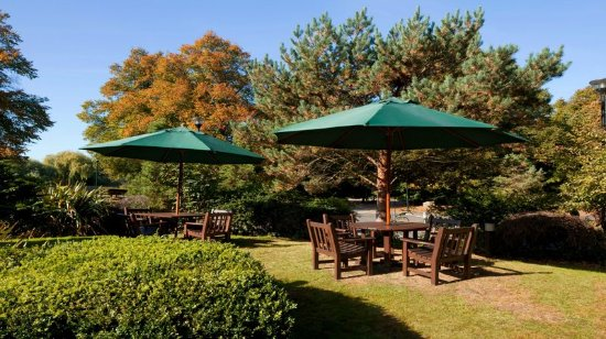 Holiday Inn Northampton: Great space to sit relax and enjoy time with your friends.