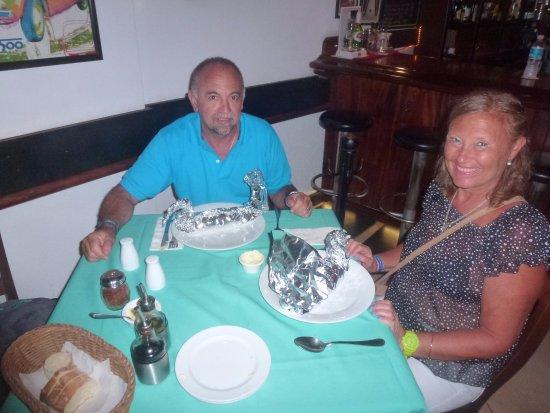 La Dolce Vita: Impecable presentación del plato... Cisnes en papel aluminio para spaghettis al cartoccio