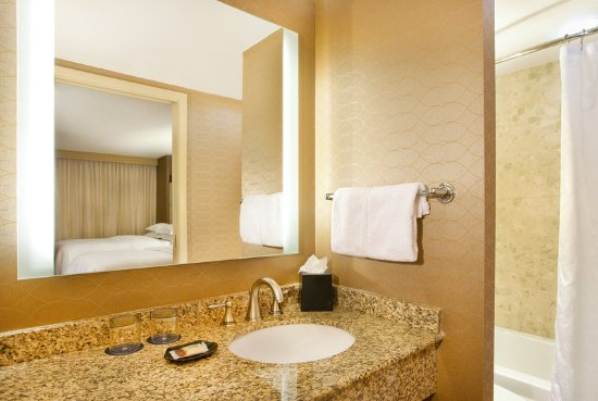 Sheraton Suites Country Club Plaza: Guest Bathroom