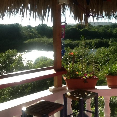 Luperon, Dominican Republic: Our jacuzzi bar